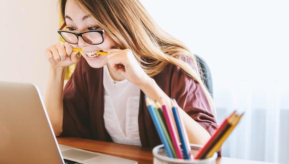 Las imágenes, que no han tardado en volverse viral, buscaban evidenciar a la docente, pero lo que causó revuelo entre los usuarios fue que los estudiantes de licenciatura desconocieran lo que eran las fuentes bibliográficas. (Foto: Referencial / Pixabay)