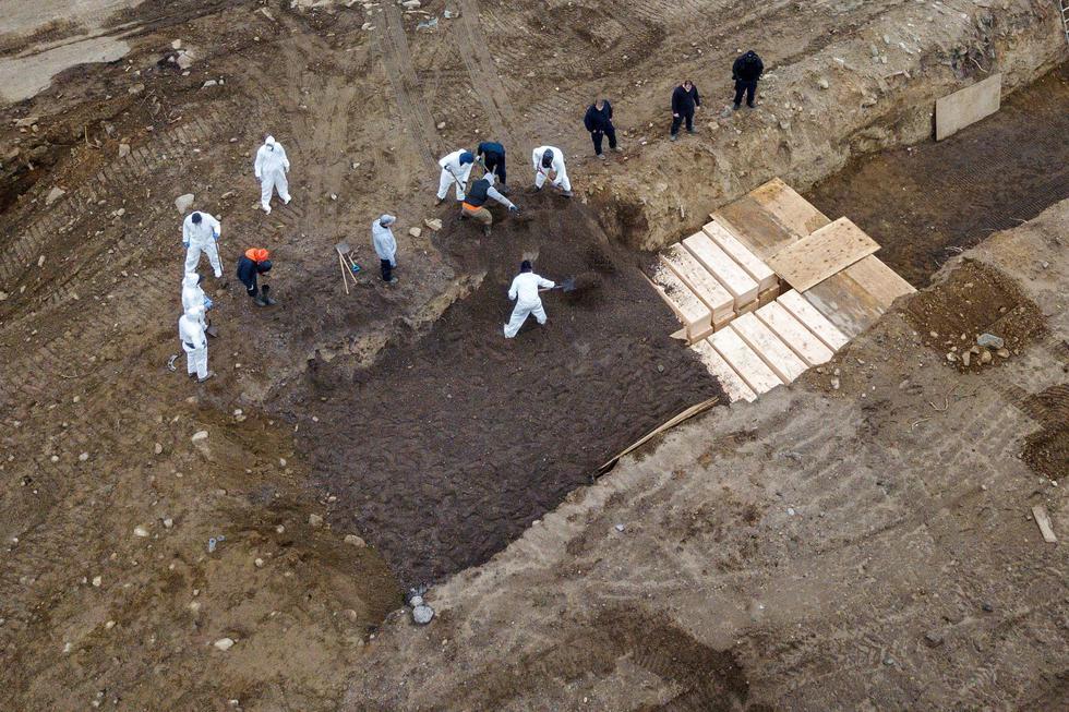 """Según informan el diario """"El País"""" de España e """"Infobae"""" de Argentina, un concejal de Nueva York reveló un plan inmediato para realizar estos entierros en la isla de Hart. (REUTERS / Lucas Jackson)."""