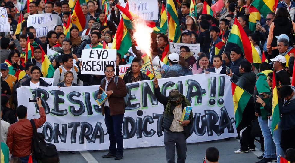 Detractores de Evo Morales protestan en La Paz para exigir su renuncia. (REUTERS/Kai Pfaffenbach).