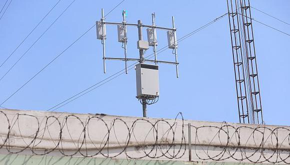 A pesar de que algunos penales cuentan con bloqueadores de celulares, las llamadas extorsivas siguen produciéndose.