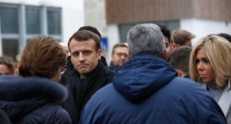 El jefe del Estado y otras personalidades permanecieron unos minutos en la tienda. Los principales responsables de la comunidad judía en Francia también estuvieron presentes. (Foto: AFP)