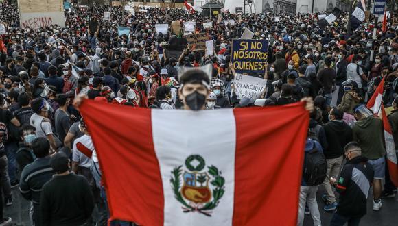 En noviembre pasado, miles de personas en su mayoría jóvenes, salieron a protestar en todo el Perú contra del gobierno de Manuel Merino, quien terminó renunciando. EFE
