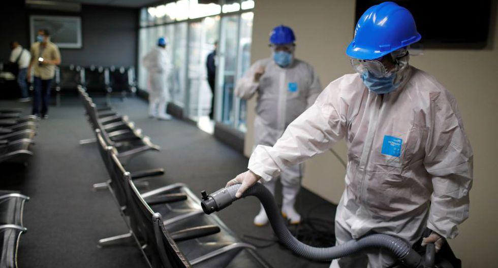 El Aeropuerto Internacional de Ilopango es desinfectado como medida preventiva contra la enfermedad por coronavirus en Ilopango, El Salvador. (Foto: Reuters/Archivo).