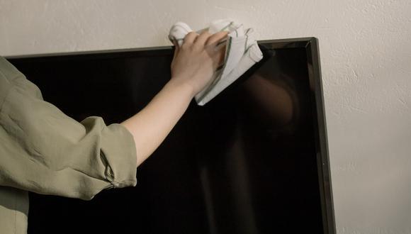 El truco casero para limpiar la pantalla de la televisión o laptop sin que se estropee. (Foto: Pexels)