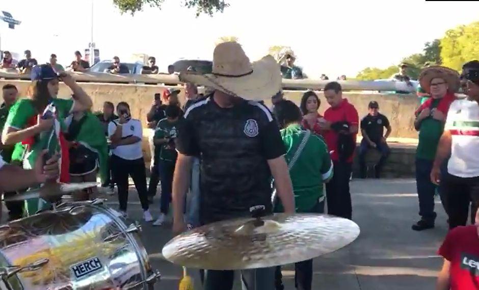 VER México vs. Argentina EN VIVO: aztecas calientan los exteriores del Alamodome en San Antonio, Texas. (Foto: Twitter)