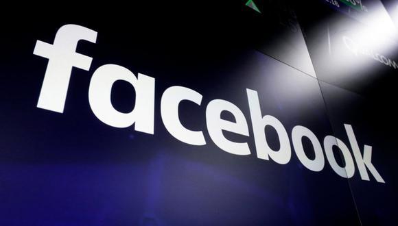 En esta imagen del 29 de marzo de 2018 se ve el logo de Facebook en las pantallas en Nasdaq MarketSite, en Times Square, Nueva York. (AP Foto/Richard Drew, Archivo).
