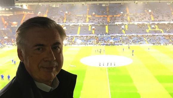Carlo Ancelotti disfrutando del partido entre Chelsea y Roma por la Champions League. (Foto: Twitter)