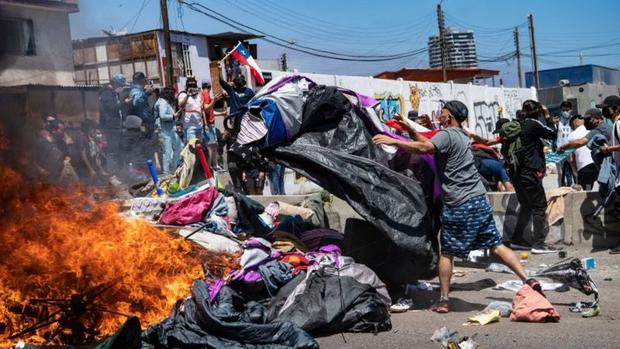 The march ended with the burning of the migrants' belongings.  (Photo: Getty Images)