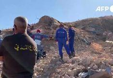 Socorristas buscan supervivientes entre los escombros del puerto de Beirut