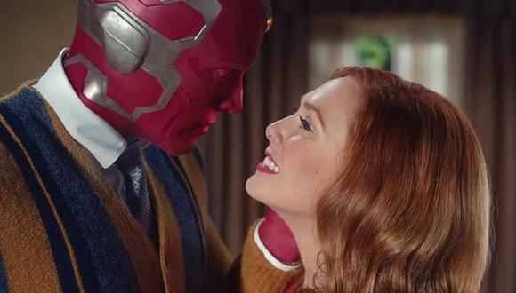 WandaVision es una mezcla de televisión clásica y Marvel Cinematic Universe en la que Wanda Maximoff y Vision, dos seres superpoderosos que viven vidas suburbanas idealizadas, comienzan a sospechar que no todo es lo que parece. (Foto: Disney+)
