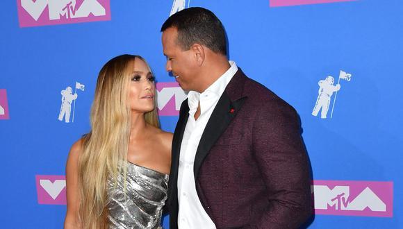 El amor entre Jennifer Lopez y Alex Rodríguez siguen más fuerte que nunca y así lo demostró el exjugador de béisbol. (Foto: AFP)