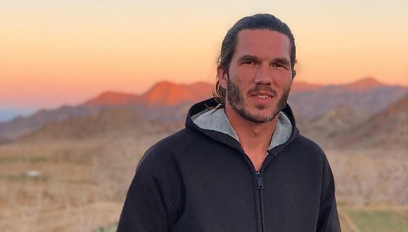 Esta del ciudadano francés Benjamin Brière, que fue arrestado en Irán en 2020 por cargos de espionaje, posando para una foto en un lugar no revelado. Los medios franceses informaron que el hombre era un turista que viajaba en una caravana y fue arrestado en una zona desértica cerca de la frontera de Irán con Turkmenistán. ( AFP / Twitter / Saeid Dehghan)