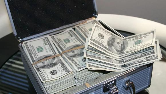 Un honrado ciudadano alemán entregó a la policía una mochila con más de 17 mil dólares en efectivo y varios regalos. Ocurrió en plena Nochebuena   Foto: Pixabay / Maklay62 / Referencial