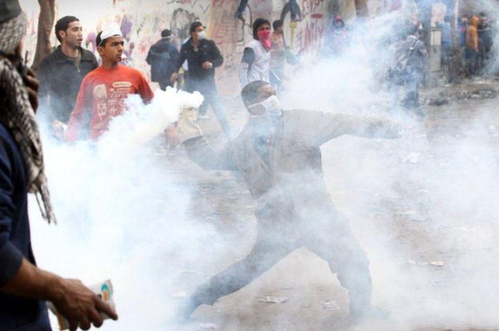 La mayoría de los historiadores coincide en que el gas lacrimógeno se usó por primera vez en 1914, poco después del comienzo de la Primera Guerra Mundial.