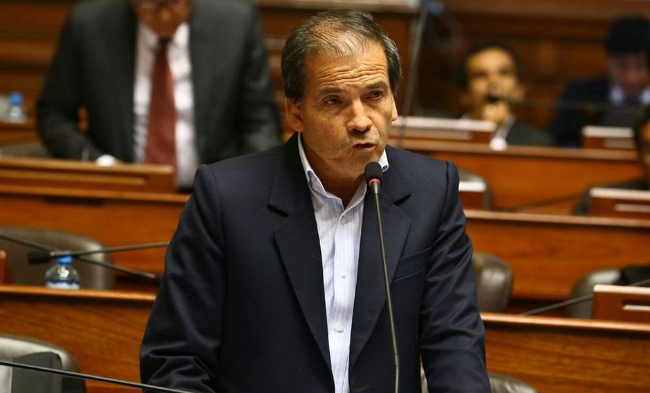 El vocero del Frente Amplio, Wilbert Rozas, anunció que su bancada no otorgará el voto de confianza al Gabinete Ministerial de Mercedes Aráoz. (Foto: Congreso)