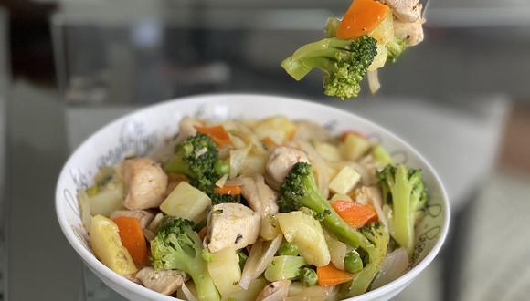Receta de ensalada caliente con zanahorias, brócoli y pollo. (Foto: Rocío Oyanguren)