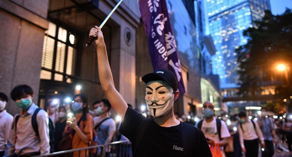 Los manifestantes en favor de la democracia marcharon en el distrito central de Hong Kong, mientras la ciudad celebra el primer aniversario desde que estallaron las protestas en favor de la democracia tras la oposición a un proyecto de ley que permite extradiciones a China continental. (Anthony WALLACE / AFP)