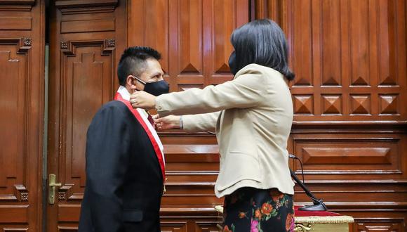 El pasado 13 de mayo, Arias tomó juramento como nuevo legislador de la bancada Unión por el Perú que asumió el cargo en reemplazo del suspendido Edgar Alarcón. Hoy anunció su renuncia a dicha bancada. (Foto: Congreso)