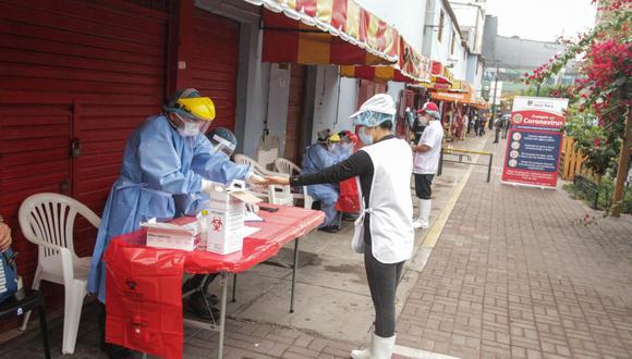 Los comerciantes de los mercados San José y Huiracocha se sometieron a pruebas rápidas de COVID-19. (Municipalidad de Jesús María)