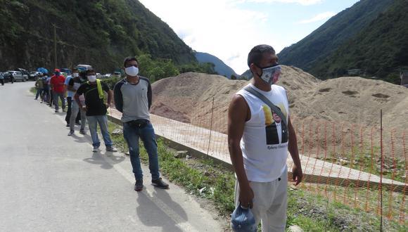 Personas que llegan de la región Ayacucho al Vraem pasan por control de despistaje en el control Machente. (Foto: Jorge Quispe)