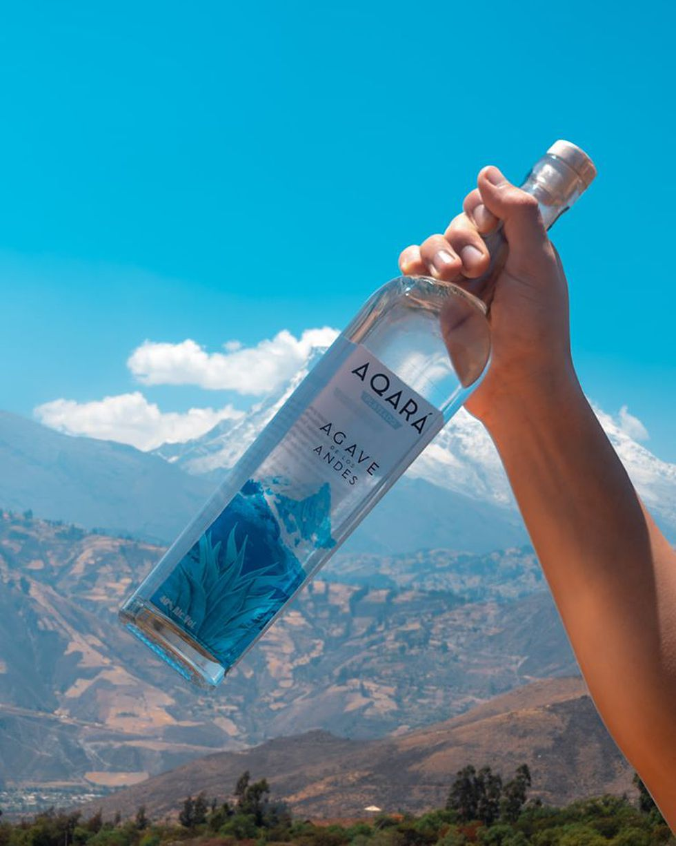 Con agave se pueden producir bebidas destiladas y mieles de bajo índice glucémico. El que se utiliza en la elaboración de Aqará está al pie de los picos nevados de Cordillera la Blanca en el Callejón de Huaylas.