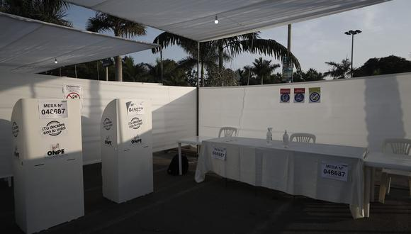Así se vive la jornada electoral en los distintos puntos de votación de Lima donde adultos mayores y miembros de mesa son los protagonistas de las primeras horas de las Elecciones 2021 (Foto: GEC)