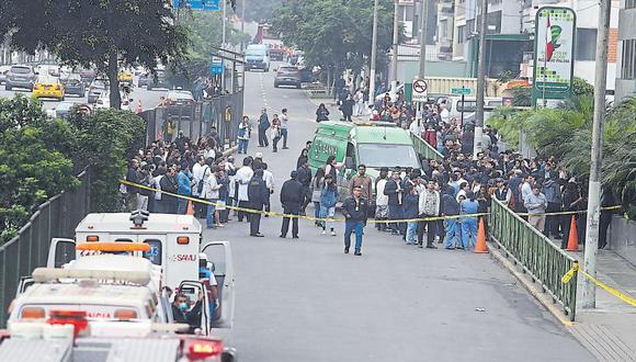 Las explosiones en la clínica Ricardo Palma fue atendida por ocho unidades de bomberos, agentes de la ÚDEX y de Defensa Civil de San Isidro. También acudió personal de Dircote y Seguridad del Estado. (Hugo Pérez / El Comercio)