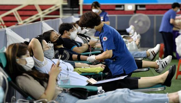 Se espera que  al menos mil fieles de esta iglesia de Corea del Sur donen su plasma. Sus miembros superaron el coronavirus. (Foto: AFP)