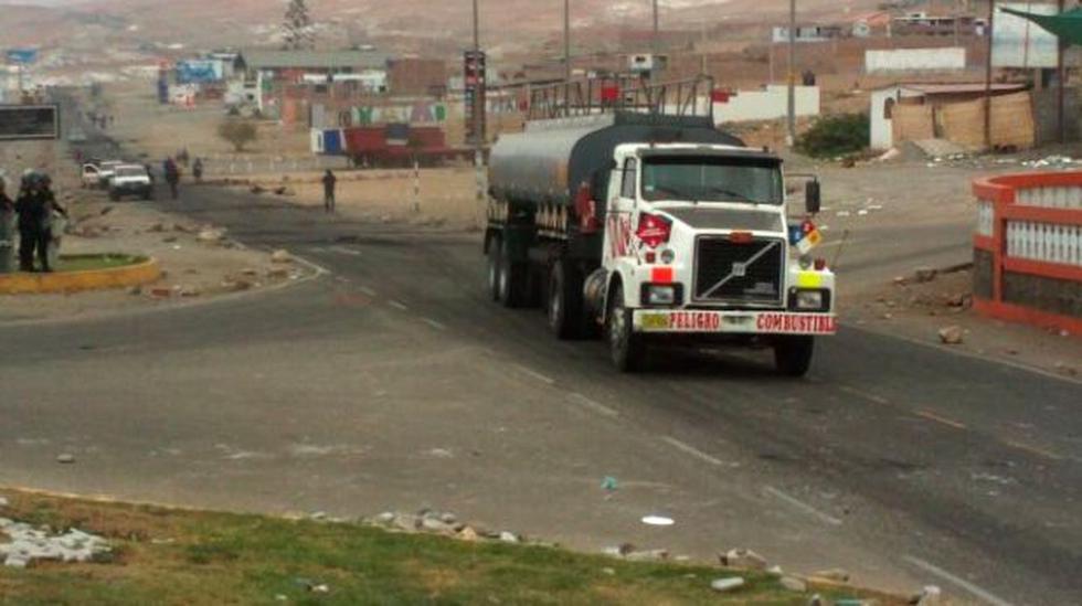 Tránsito vehicular se restablece lentamente en Mollendo - 1