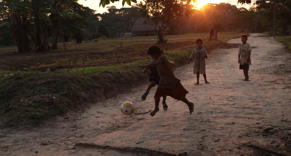 """""""En el caso peruano la mayor fuente de la pobreza multidimensional son las condiciones de vida específicamente en el acceso al saneamiento, agua potable, electricidad y vivienda"""", precisó César Peñaranda, de la CCL."""