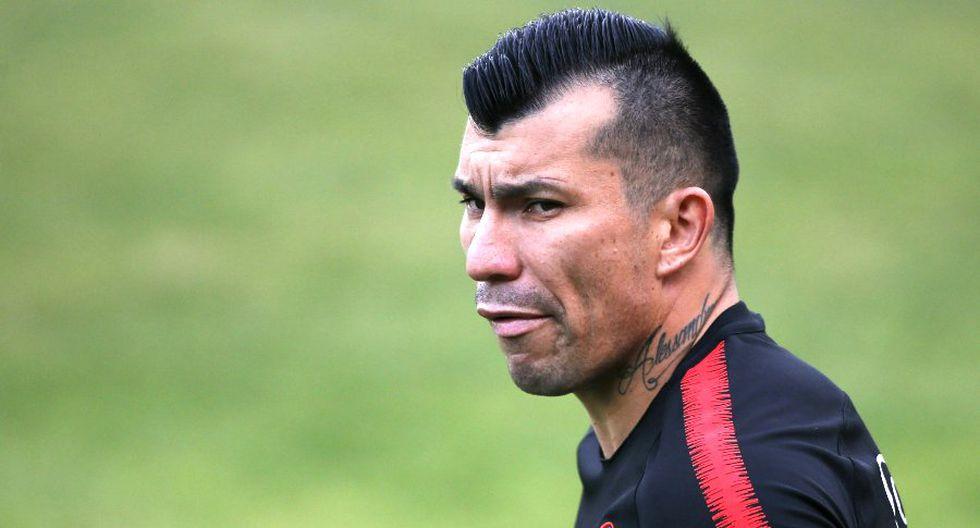 El capitán de La Roja explicó los motivos del equipo para no viajar a Lima. (Foto: AFP)