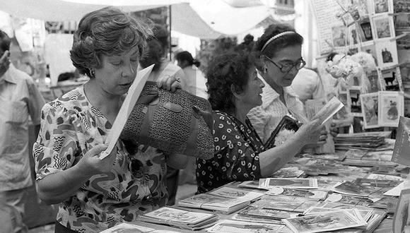 En los años 80, las señoras de todas las condiciones sociales de Lima eran las más asiduas compradoras de las tarjetas navideñas. (Foto: GEC Archivo Histórico)