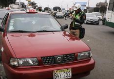 Callao: multan y envían al depósito a taxis informales que operan en el aeropuerto