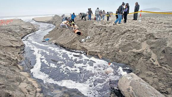 Protestan contra Sedapal por contaminar playa Arica con desagüe