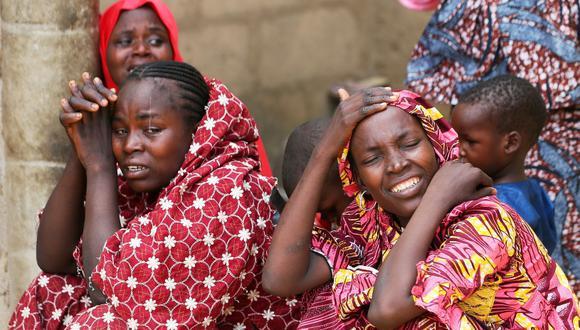 Familiares de las niñas desaparecidas en Nigeria. (Foto: Reuters/Afolabi Sotunde)