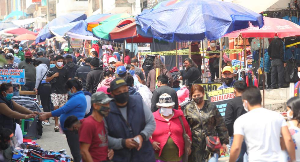Una gran cantidad de personas se congregó en los mercados de Carabayllo. (Foto: Gonzalo Córdova/GEC)