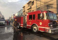Surquillo: reportan incendio en azotea de vivienda de la calle Domingo Elías