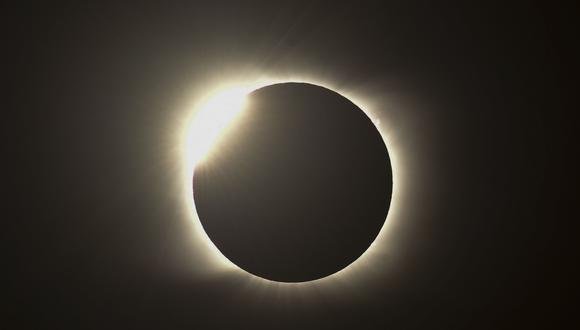 Imagen del eclipse solar del 14 de diciembre de 2020 en Piedra del Aquila, Neuquen, Argentina. (Foto: RONALDO SCHEMIDT / AFP)