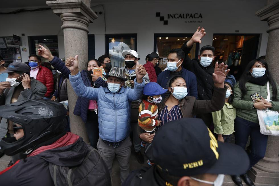 Varios vecinos de Cusco lanzaron insultos y críticas a la caravana que encabezó Keiko Fujimori esta mañana en la ciudad de Cusco. (Fotos: Jorge Cerdán /@photo.gec)