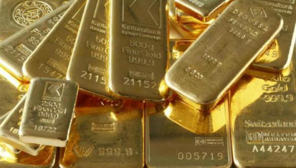 Los futuros del oro en Estados Unidos bajaban 1.2% a 1,330.5 por onza. (Foto: Reuters)