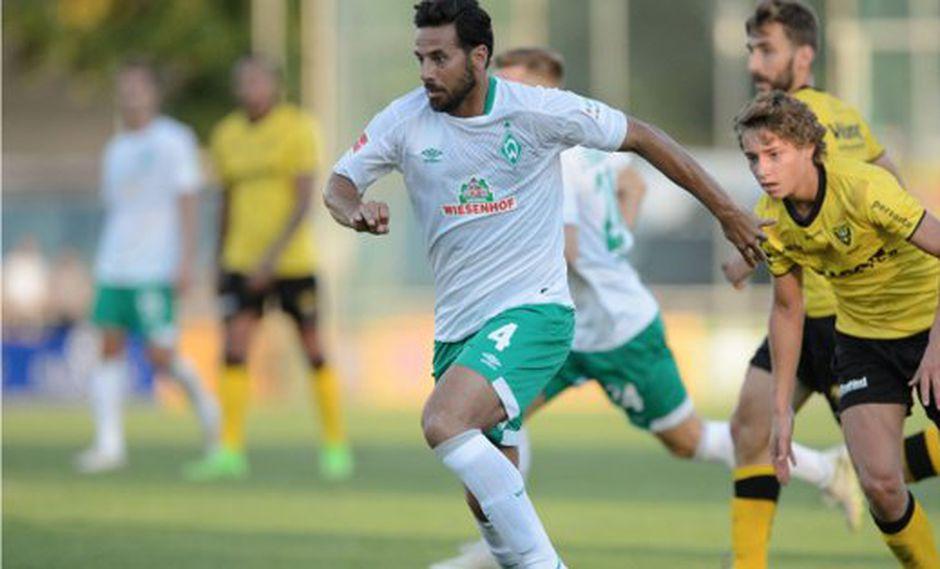 Claudio Pizarro hizo su primera aparición con el Werder Bremen en su cuarta etapa como futbolista verdiblanco. Jugó 20' minutos en el amistoso internacional contra VVV-Venlo. (Foto: BILD)