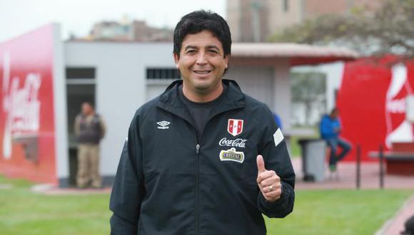 """Víctor Rivera: """"Luis Advíncula logró superar las críticas"""""""