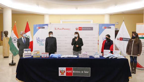 La actividad se ejecutó este viernes en la sede principal del Minsa, donde estuvo el embajador de la India en Perú y Bolivia, Mandarappu Subbarayudu, y la ministra de Salud, Pilar Mazzetti. (Foto: Minsa)