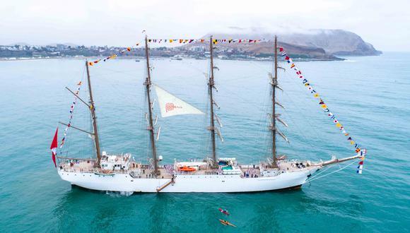 Embarcación trasladó la antorcha de los Juegos Panamericanos. (Foto: Difusión)