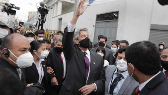 Francisco Sagasti saludó a los manifestantes en la Av. Abancay. (Foto: Hugo Perez / @photo.gec)