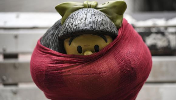 Artistas, como Quino, siguen buscando animar a los ciudadanos con sus representaciones artísticas. (AFP).
