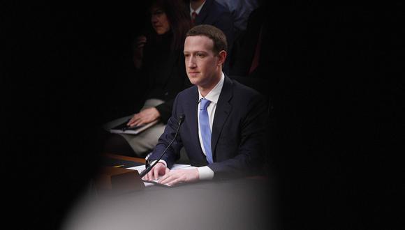 El máximo ejecutivo de Facebook Inc. Mark Zuckerberg, testificando ante una audiencia conjunta de dos comités del Senado en Washington. (Foto: AFP)