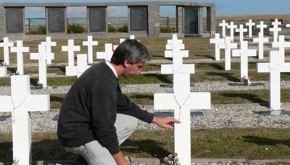 Julio Aro, el excombatiente de la Guerra de las Malvinas que emprendió la trascendental tarea de identificar a más de 100 soldados argentinos enterrados en las islas. (FUNDACIÓN NO ME OLVIDES)