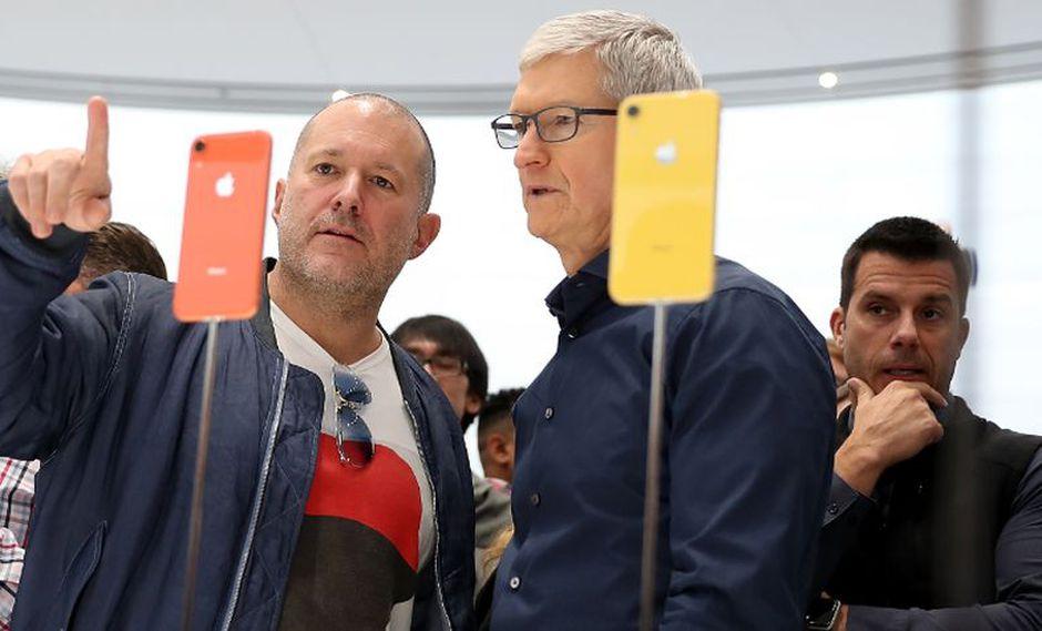Jony Ive, una de las principales figuras de Apple en las últimas décadas y responsable de dar forma al iPhone y al iMac, abandonará la firma este año (Foto: AFP)