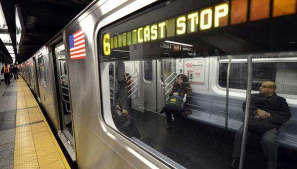 Nueva York: Hombre de 61 años fue empujado a las vías del metro